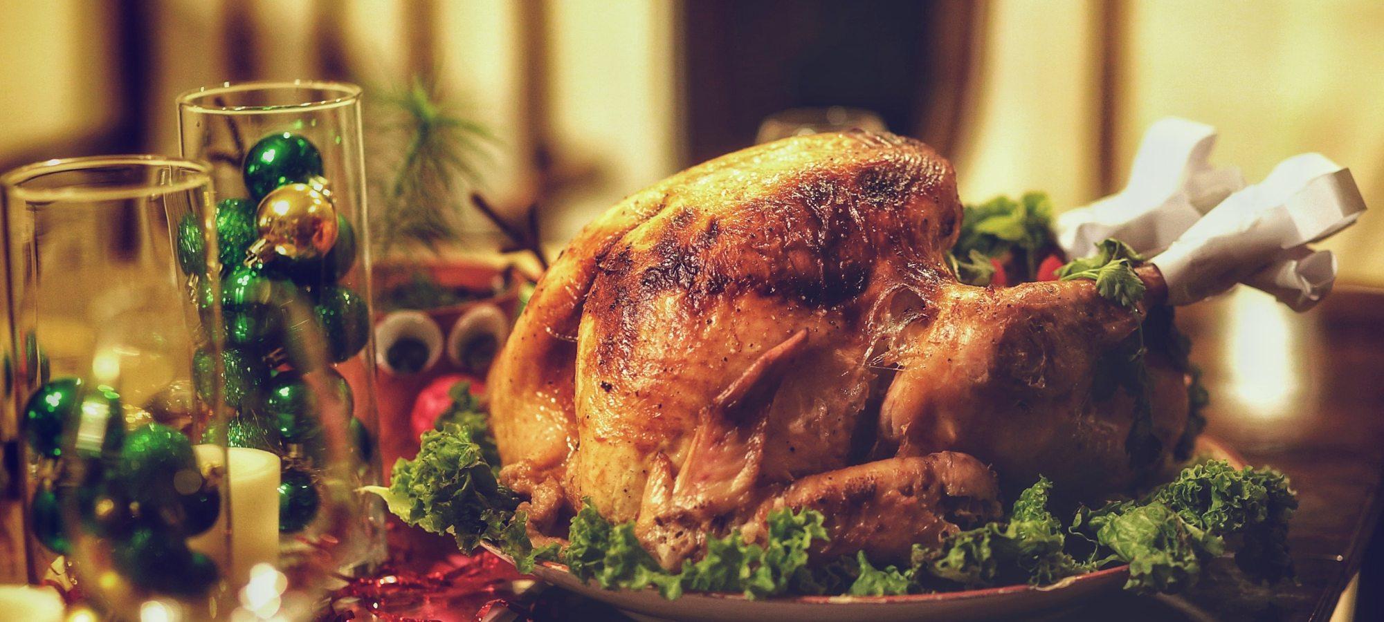 https://www.pexels.com/photo/christmas-christmas-eve-dinner-dinner-table-823750/